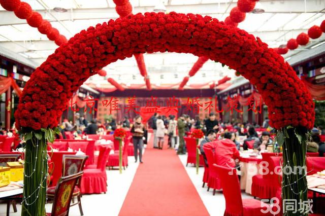 本中心可为您举办,中式婚礼、西式婚礼、草坪婚礼、烛光婚礼、教堂婚礼、金婚银婚、生日祝寿、宝贝满月,企事业单位会议礼仪、开业典礼等各种庆典活动的策划、组织,并提供会议主持、灯光 音响、场地布置、礼仪小姐、鲜花用品、彩球、气球、充气虹门的制作,摄影摄像 DVDVCD 的编辑制作及明星商业演出等服务, 本中心随时恭贺您的到来。