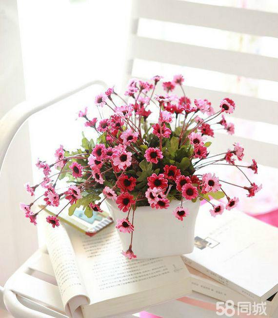 有些花束在花体与手柄上用缎带,包装材料等进行装饰,因此完整的花束图片